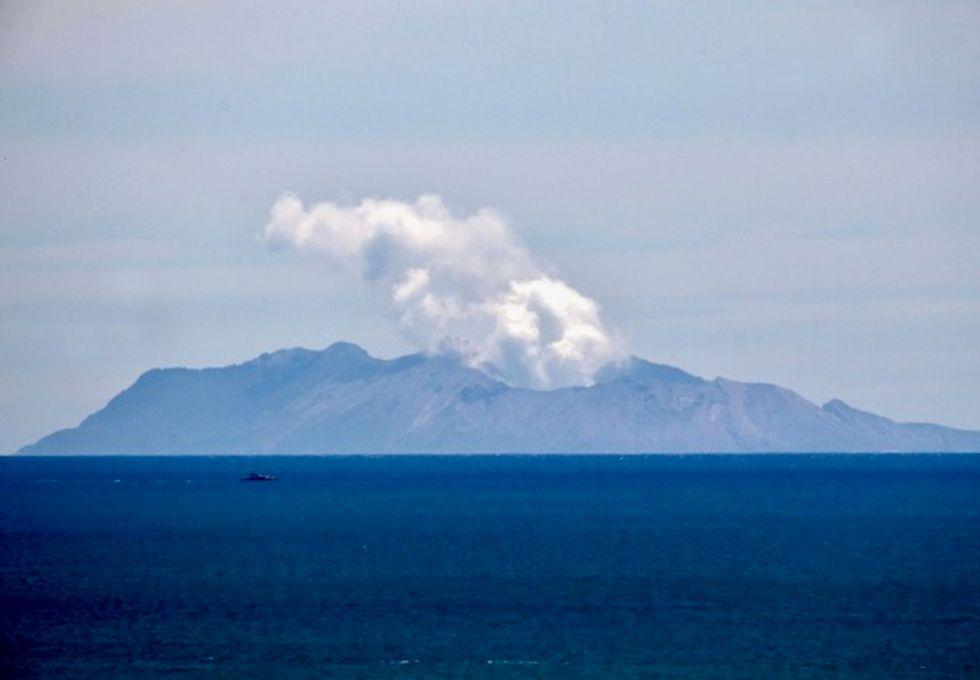 Eruption fears halt plans to get bodies off New Zealand volcano
