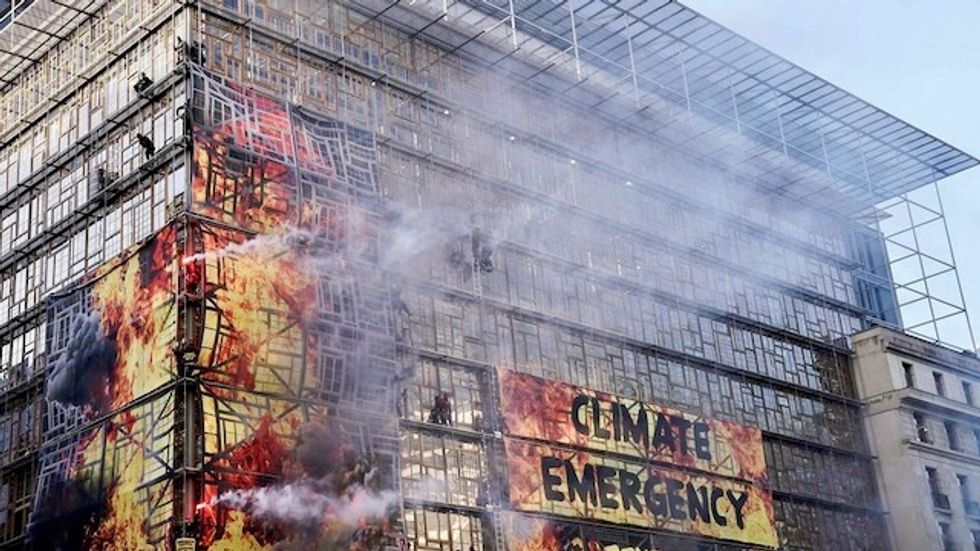 Greenpeace action threatens EU summit venue