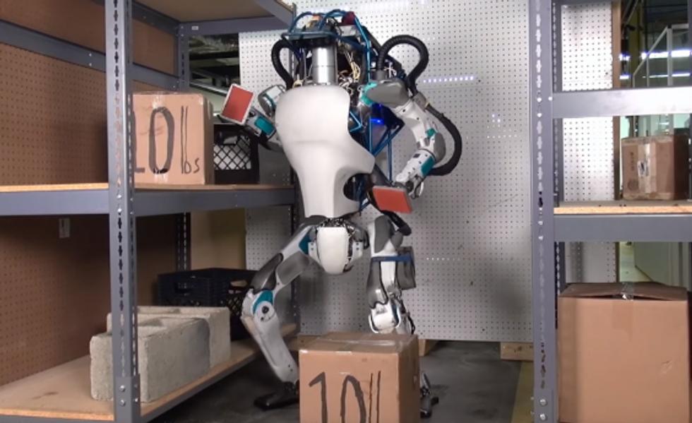 Boston Dynamics' Atlas robot lifts 10-pound boxes