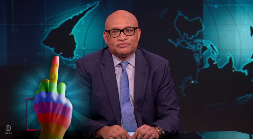 Larry Wilmore gives Pam Bondi a rainbow hand (Photo: Screen capture)