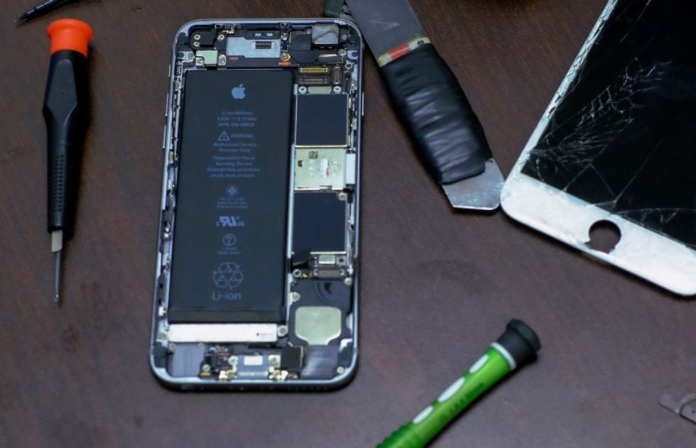 FBI decides provisionally not to share iPhone unlock: sources