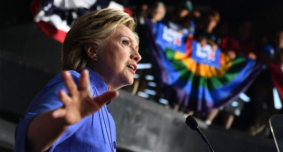 US polls narrow as Hillary Clinton grapples with email fallout