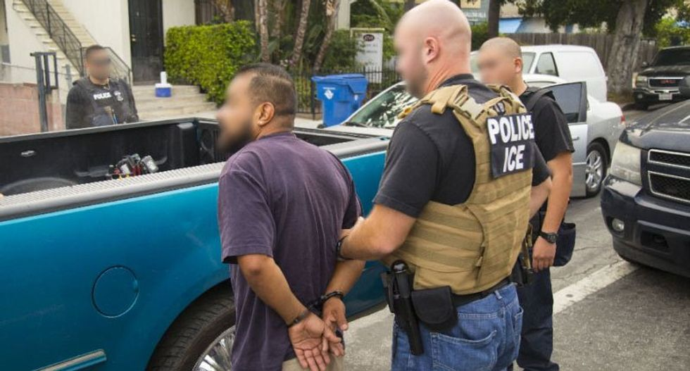 US immigration authorities sending 1,600 detainees to federal prisons