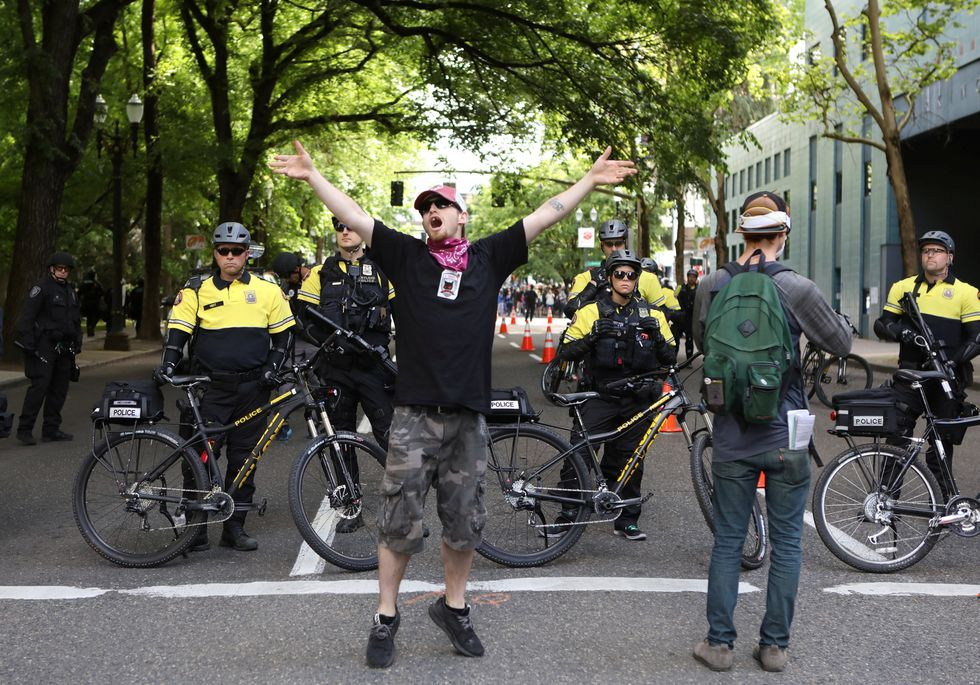 Police keep violence in check at Portland 'Trump Free Speech' rally
