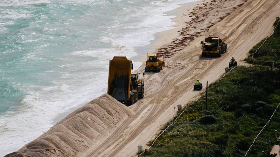 US dumps huge amounts of sand on Miami Beach to tackle climate change erosion