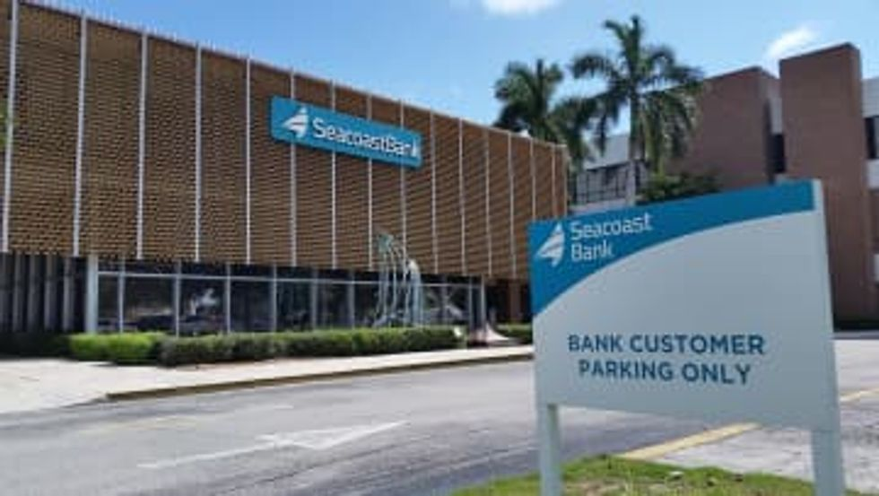 Orlando bank employees quit in mass exodus — and go work at a competitor the next day.