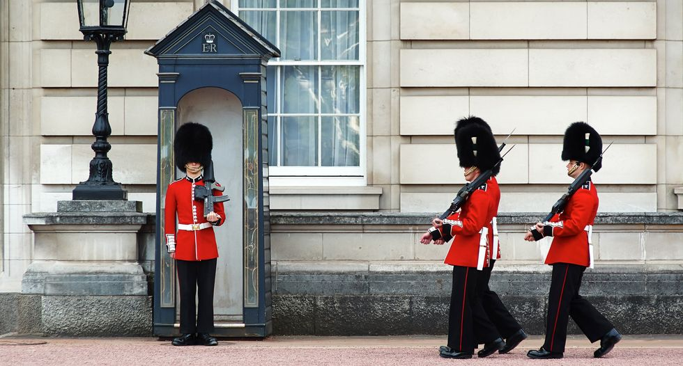Intruder arrested in grounds of Buckingham Palace: police