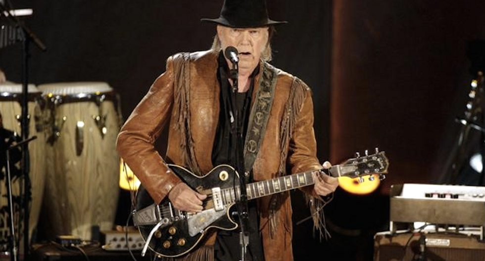 Musician Neil Young confirms marriage to actress Daryl Hannah