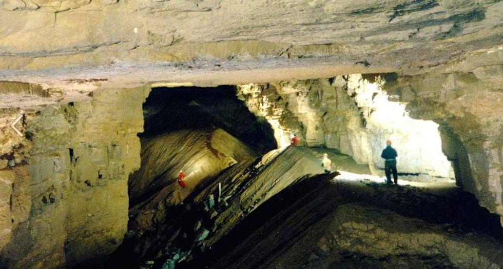 About two dozen trapped in Kentucky cave