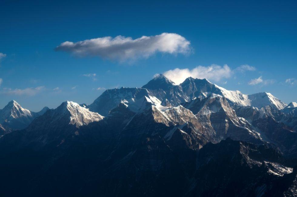 China shuts down Everest over coronavirus