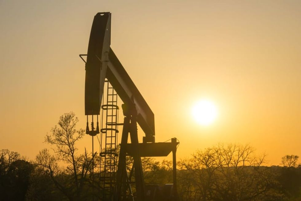 Texas regulators weigh production cuts to boost oil prices