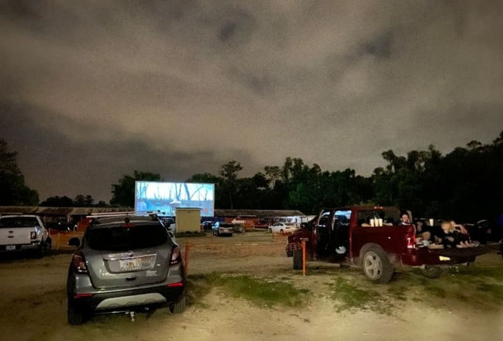 Pandemic brings life back to Florida drive-in theater