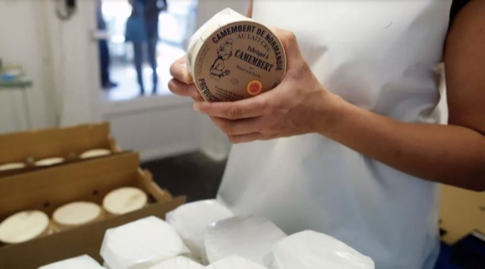 Pasteurized camembert? French cheesemakers vote 'Non'