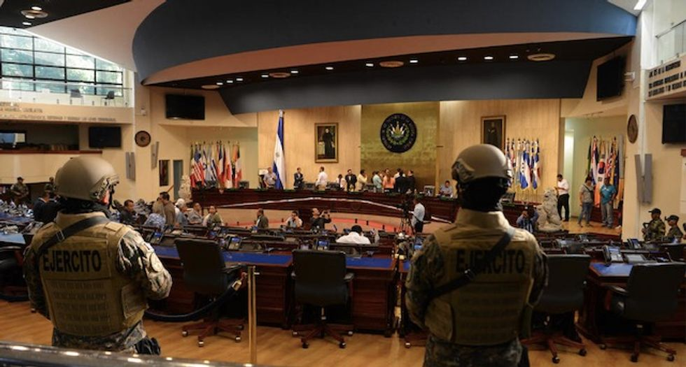 Soldiers and police enter El Salvador's parliament
