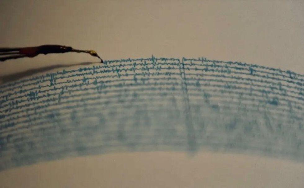 Major quake off Alaska triggers small tsunami waves