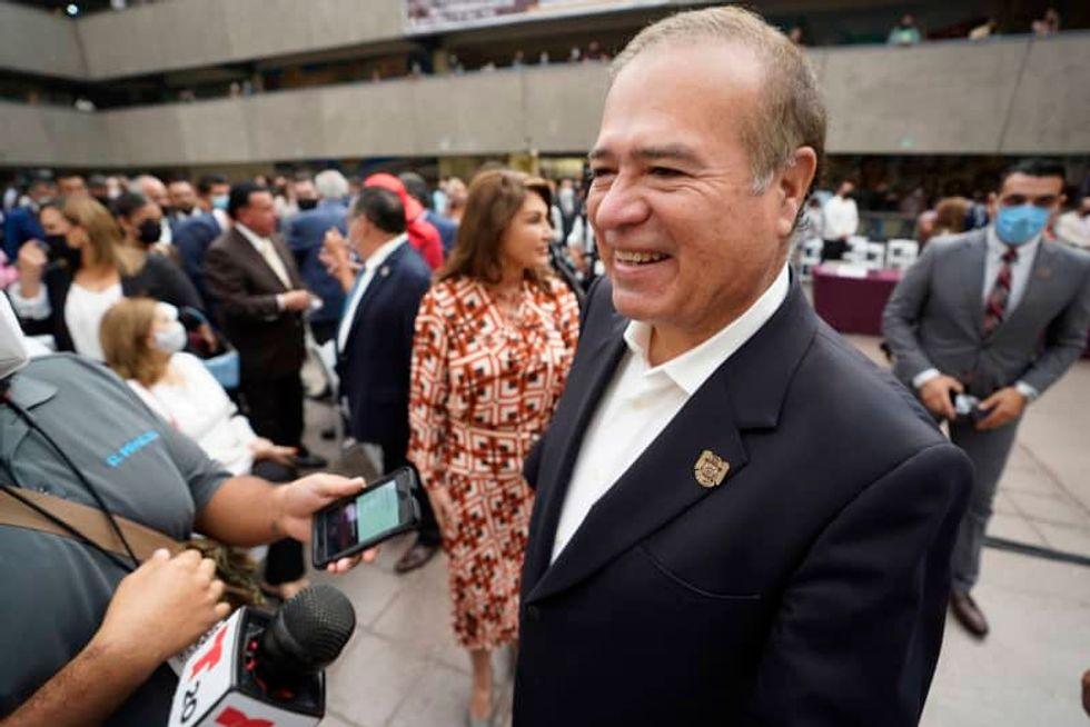 Tijuana has a new mayor, same as the old mayor, as Gonzalez Cruz retakes office