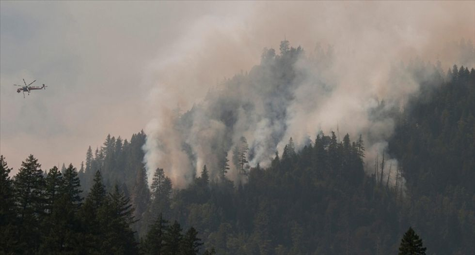 Air tanker fighting wildfire in Yosemite National Park crashes