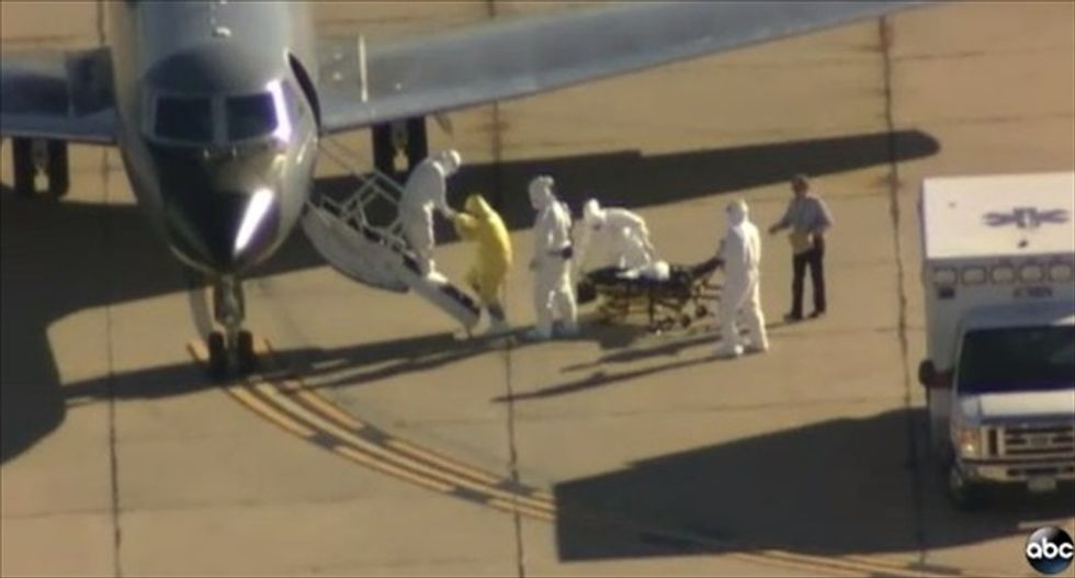 Calm Down, America! Mysterious 'clipboard man' near Ebola patient was a doctor doing his job