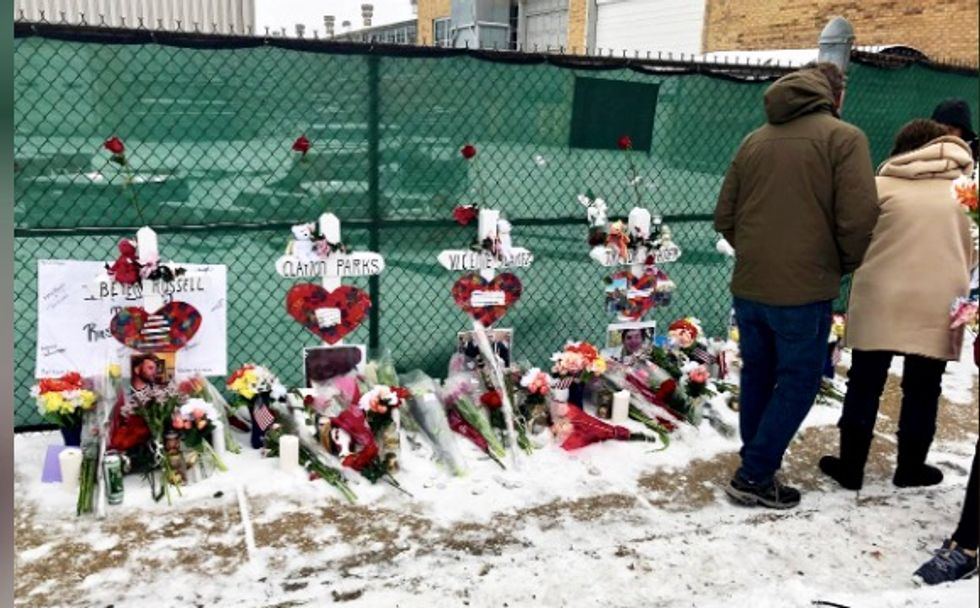 Thousands brave freezing cold in vigil for Illinois shooting victims