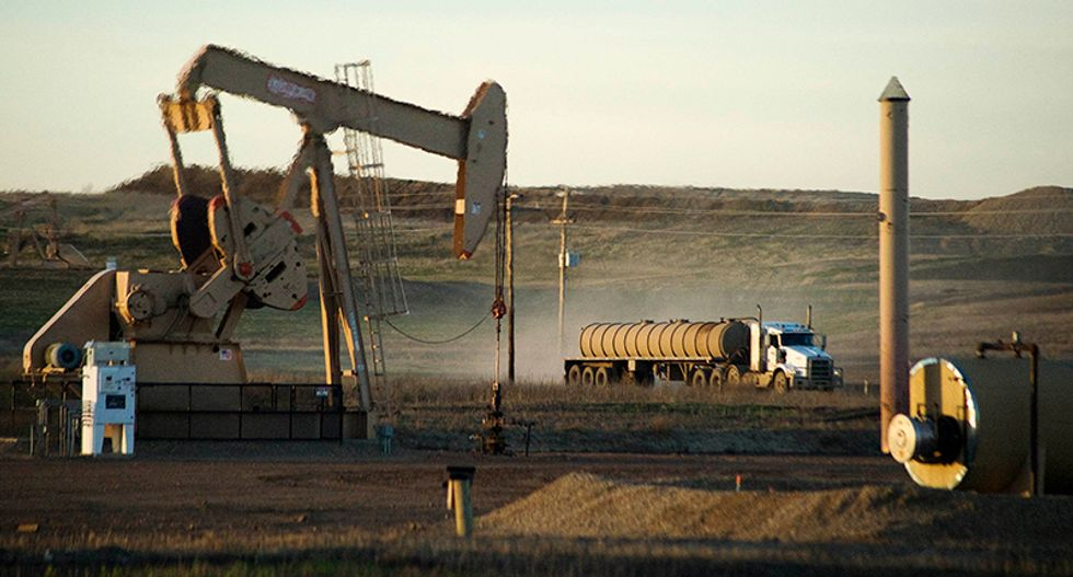 Oil dips on global economic slowdown