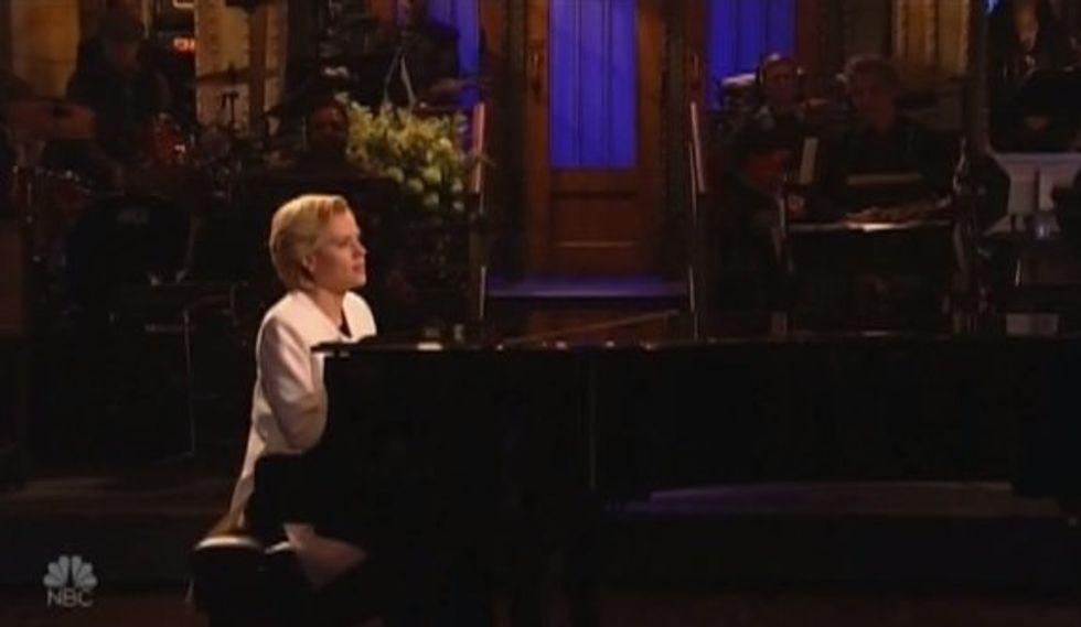 WATCH: SNL's Kate McKinnon as Hillary Clinton sings achingly beautiful rendition of Leonard Cohen's ' Hallelujah'
