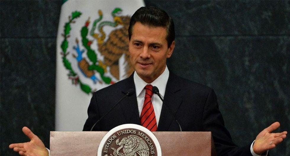 Trump has 'friendly' call with Mexican President Enrique Pena Nieto but demands change