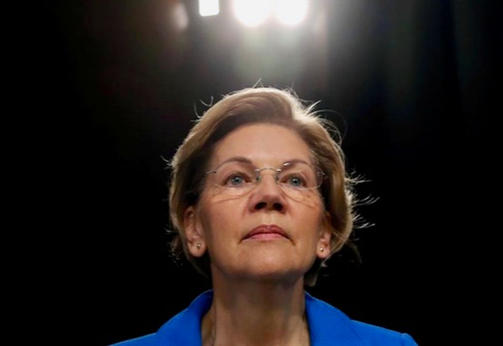 Here's what Elizabeth Warren understands about the economy that the Democratic pack does not