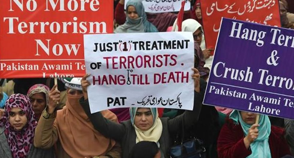Pakistan to execute 500 jailed militants in wake of Taliban school massacre