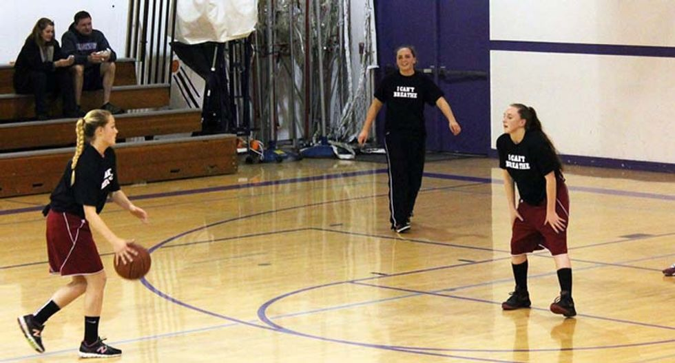 California high school bans 'I Can't Breathe' T-shirts during basketball tournament