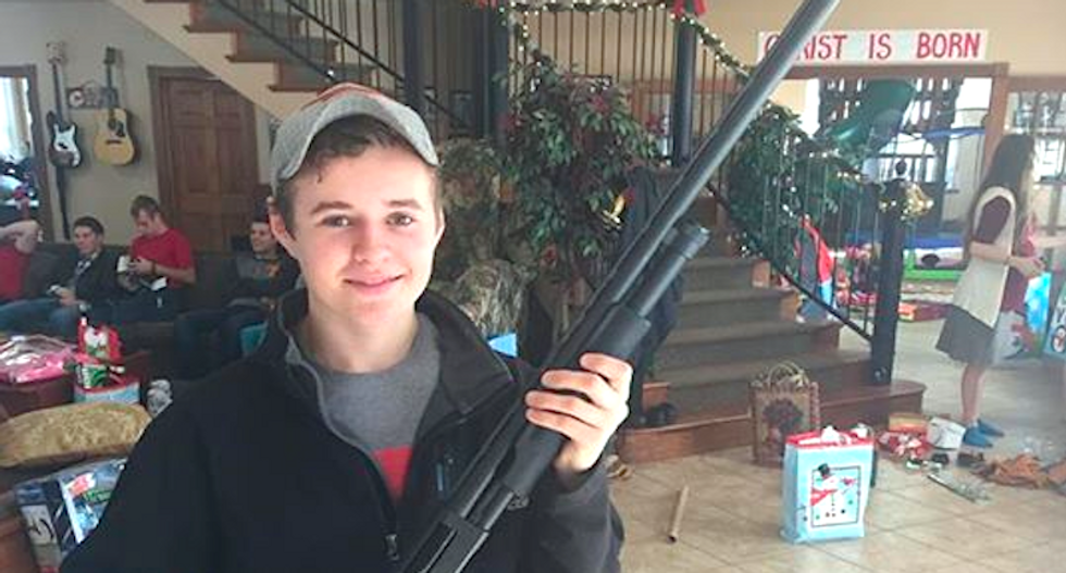 Duggars ignite holy war between pro-lifers and gun nuts with Facebook photo