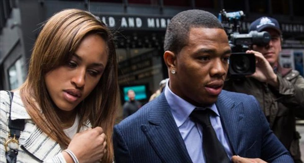 Ex-NFL running back Ray Rice apologizes for assaulting his wife