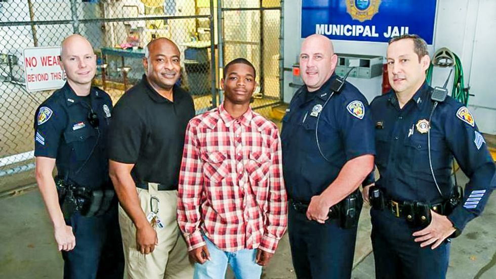 Florida teen saves life of Fort Lauderdale police officer as he is being arrested