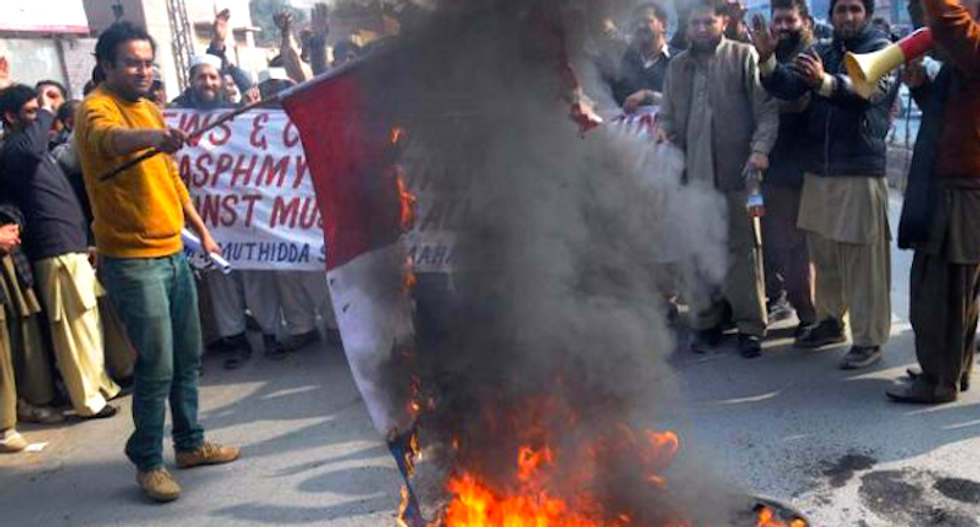 Police clash with anti-Charlie Hebdo protesters in Pakistan