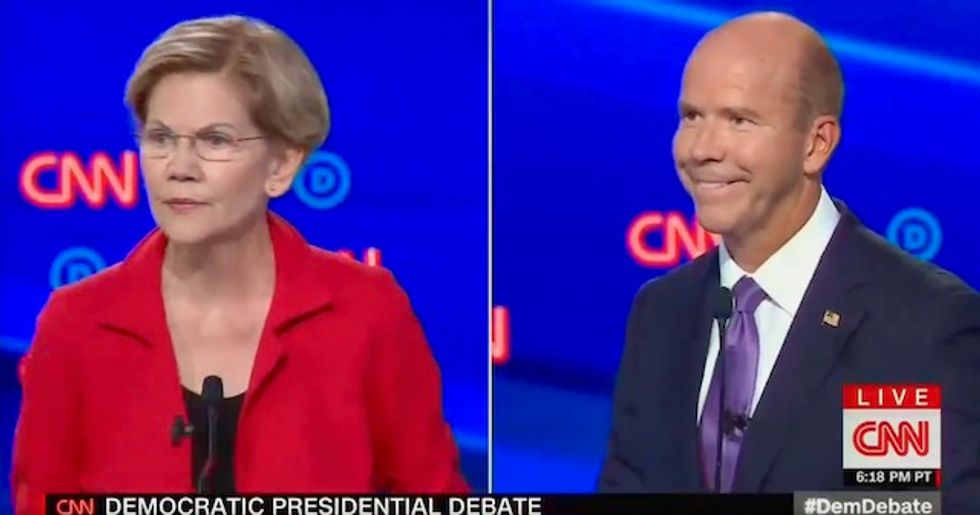 With one line, Elizabeth Warren effectively ends what was left of John Delaney's campaign