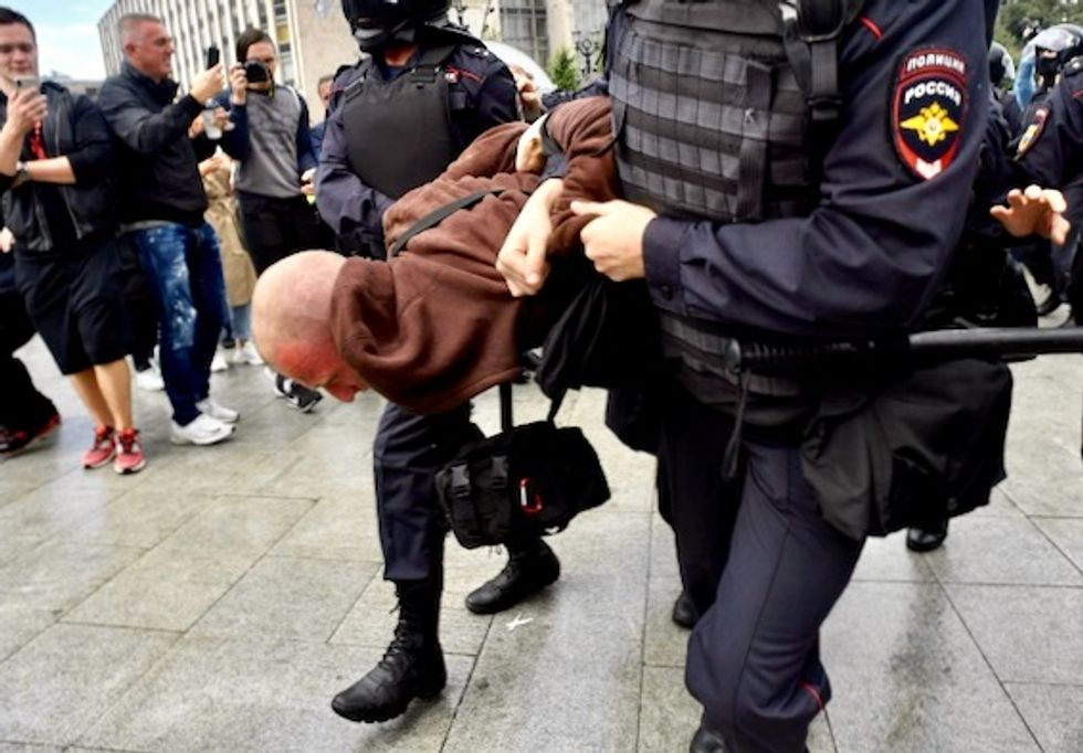 Police detain hundreds at Moscow opposition protest