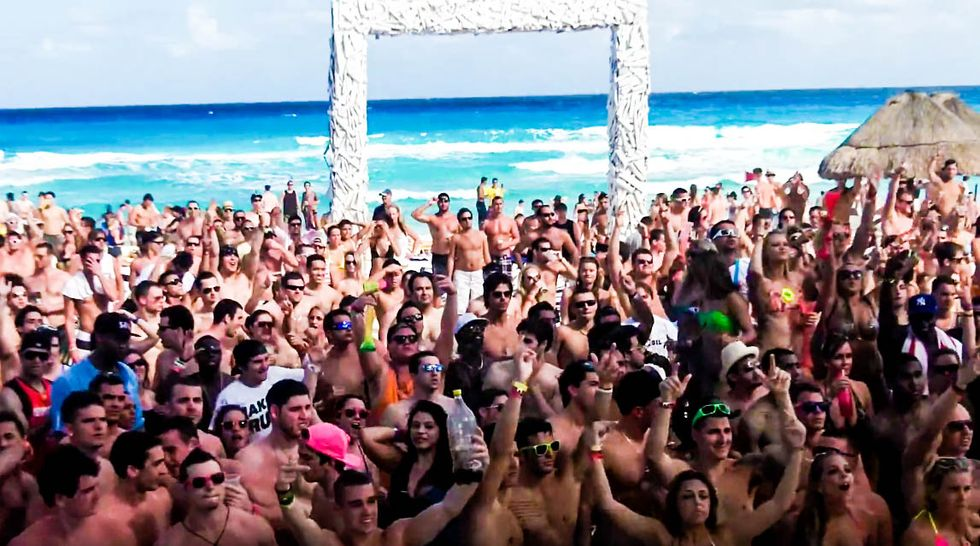 American spring break revelers chant Trump's 'build the wall' while partying in Cancun: report