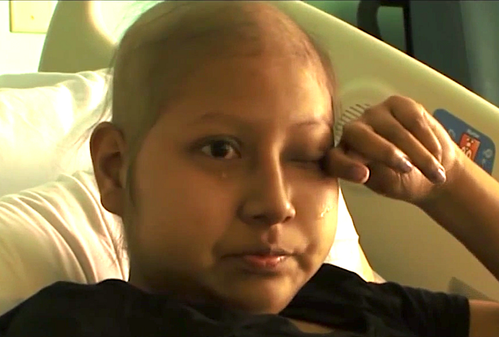 Cancer-stricken teen faces treatment in the US alone after border agents deny her mother entry