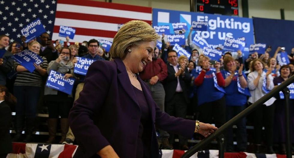 Hillary Clinton and Bernie Sanders promise to include Latinos in cabinet