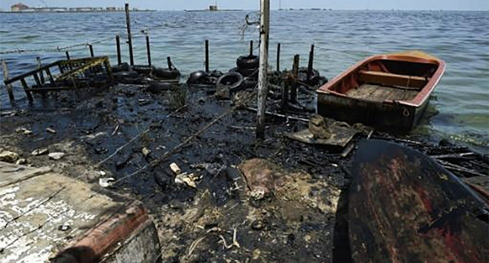 Lake Maracaibo has been polluted by a permanent black tide