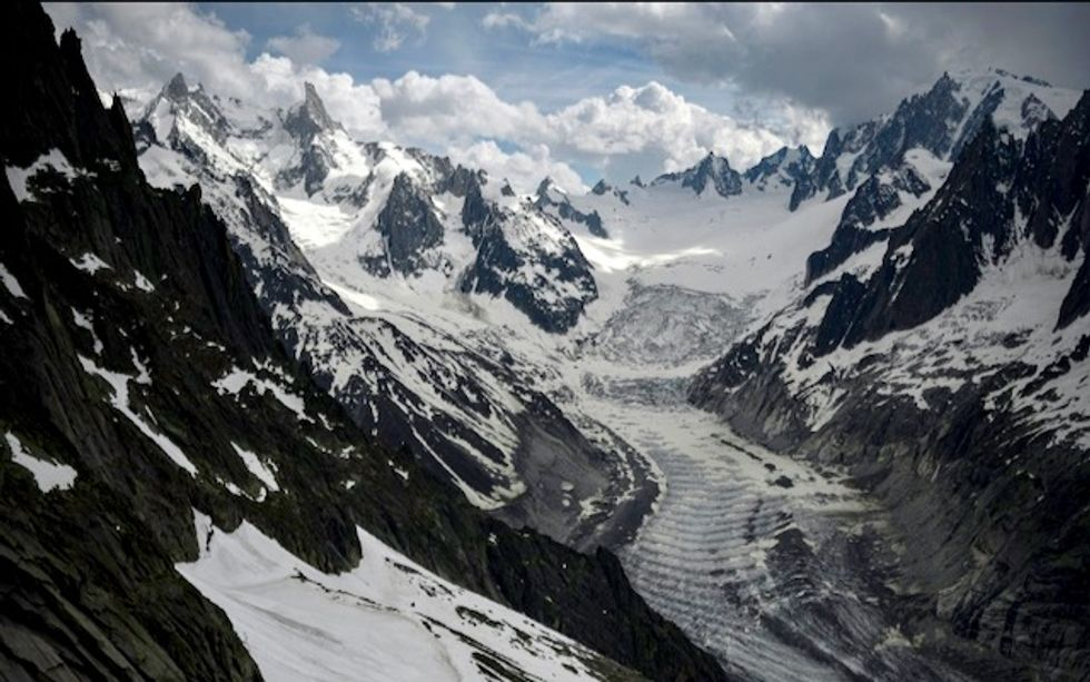 Shrinking glaciers and rockfalls point to climate change in Alps