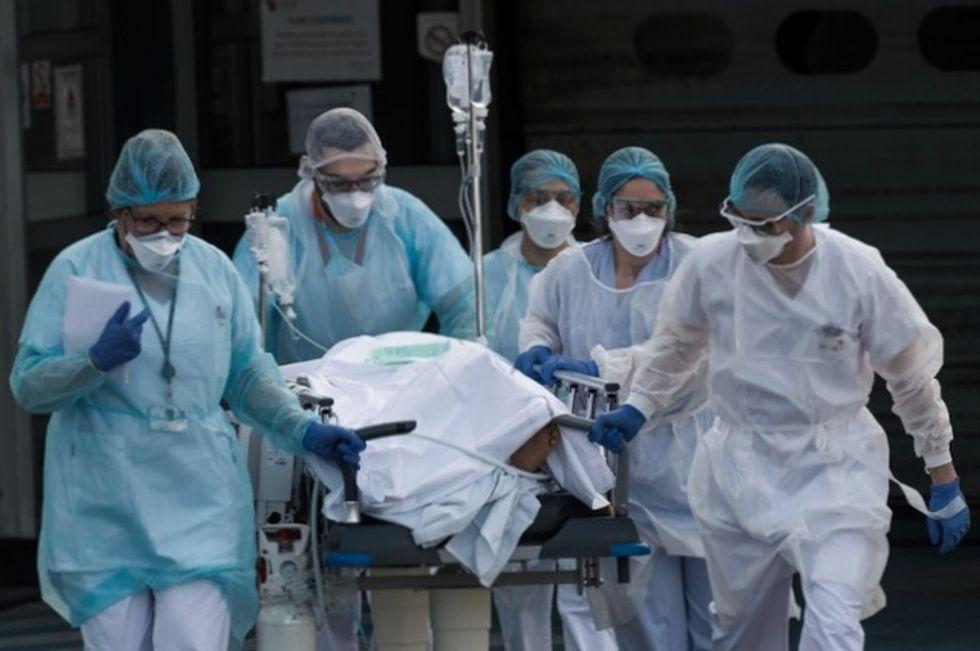 US breaks 100,000 mark for coronavirus deaths