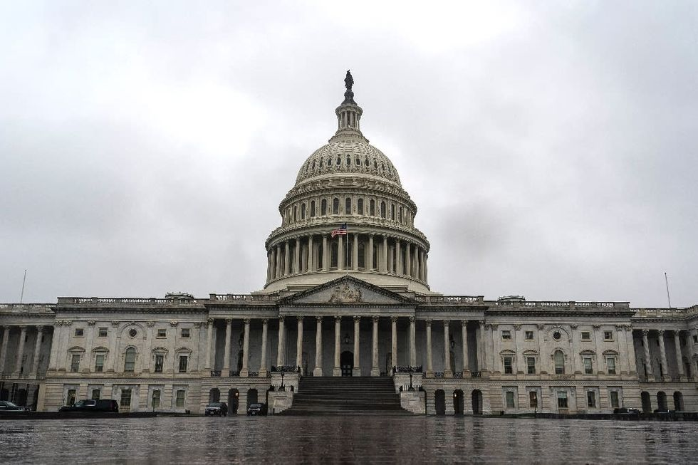 US lawmakers reach deal on $900 bn stimulus package