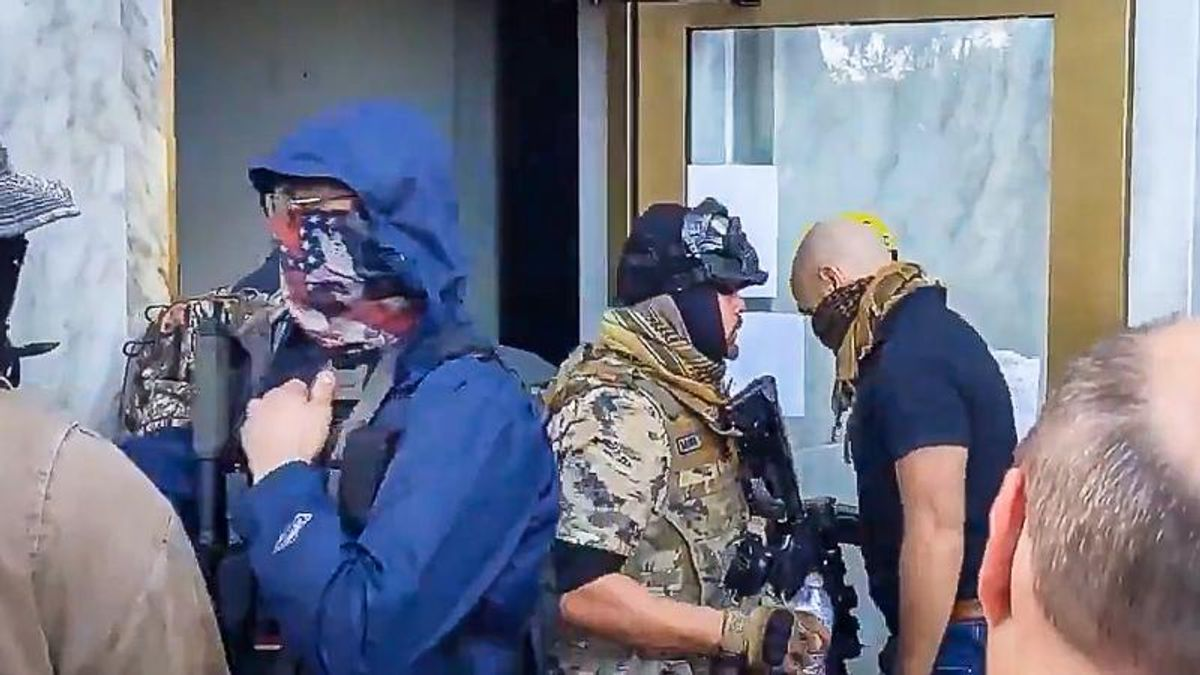 'Get a rope!' Armed extremists clash with police while trying to overrun Oregon State Capitol