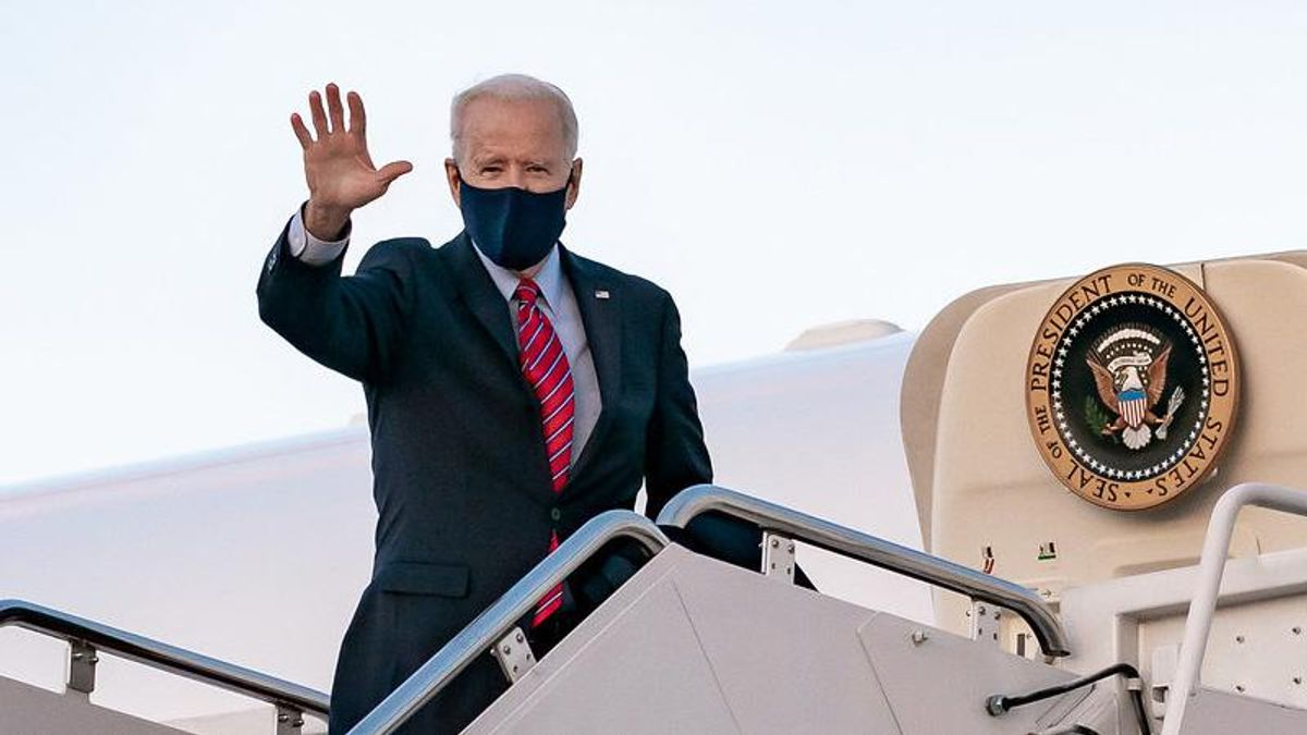 QAnon was devastated to see Biden on Air Force One because they thought Trump was secretly using it: report