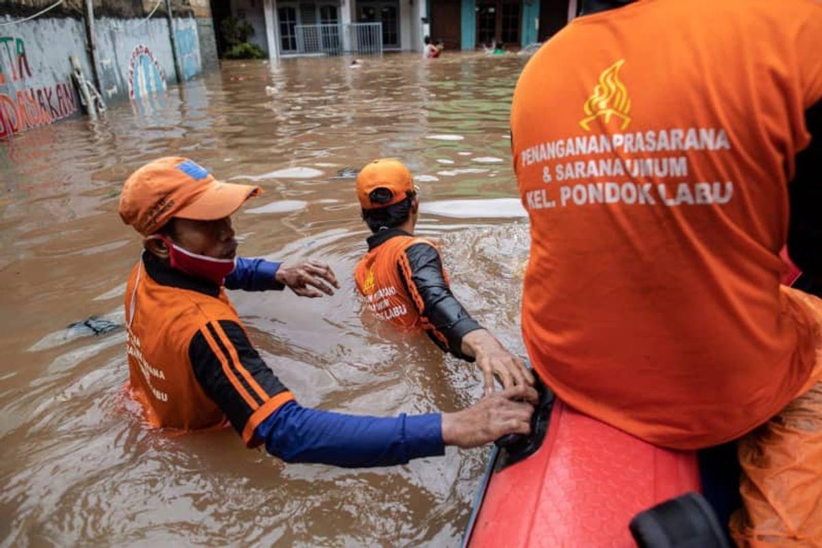 Rainy season floods hit greater Jakarta, displacing thousands