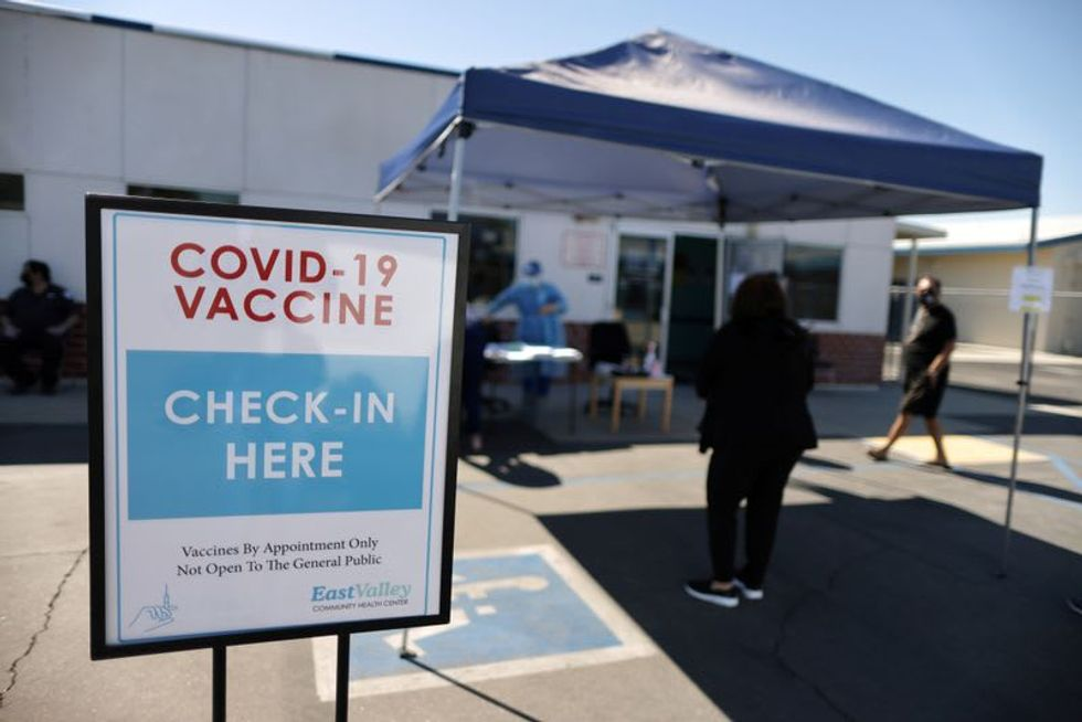 New U.S. COVID-19 cases fall 12% last week, vaccinations top 2 million a day