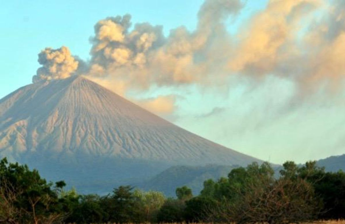 Nicaragua volcano blankets communities in ash