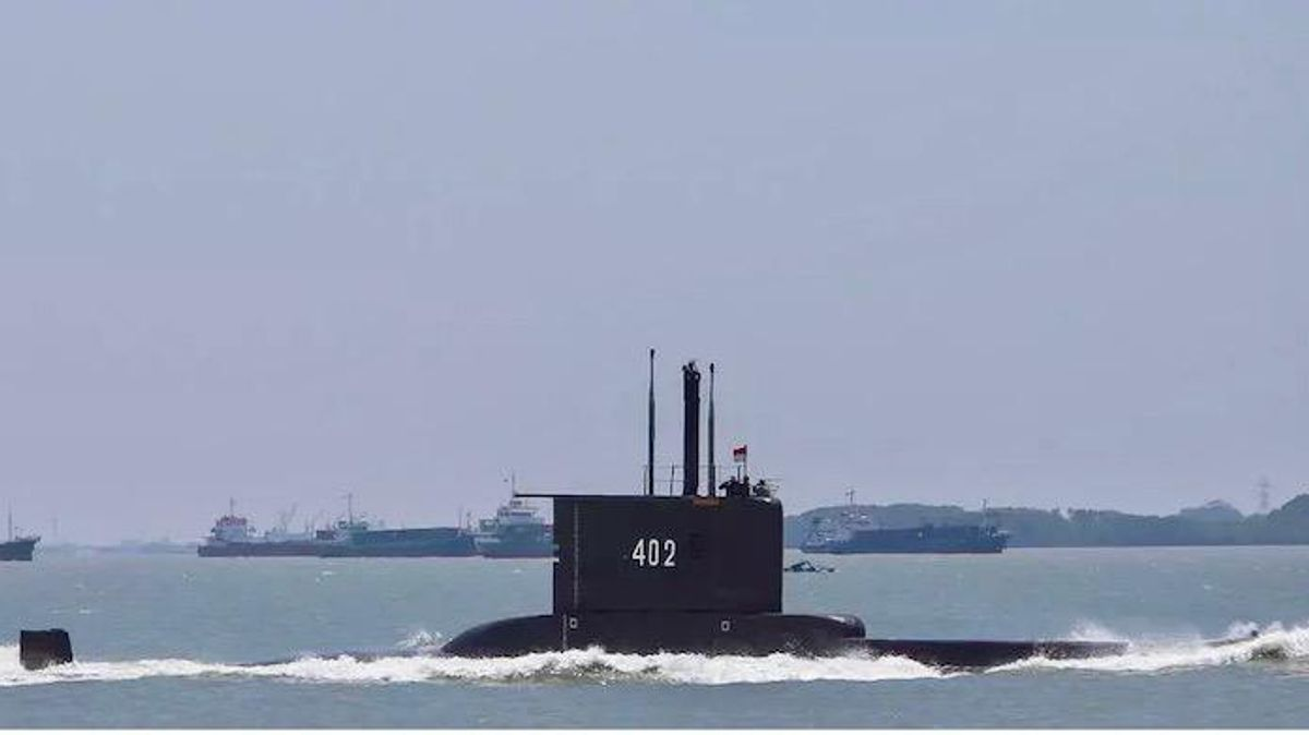 Indonesia races to find missing submarine with 53 aboard