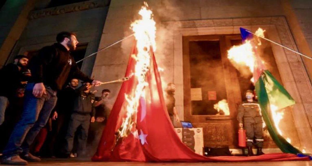 10,000 Armenians march for Ottoman massacre anniversary