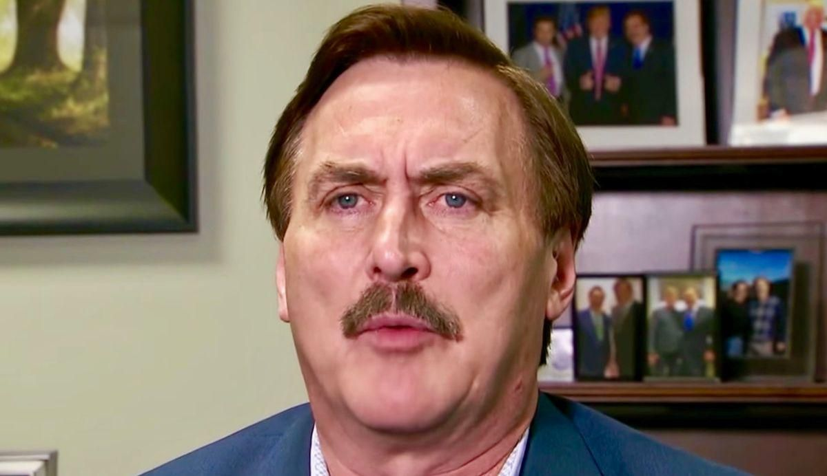MyPillow guy Mike Lindell tells Steve Bannon he's hired PI's to investigate Fox News